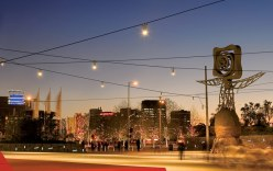 queensbridge-square-catenary-lighting-by-ronstan-tensile-architecture